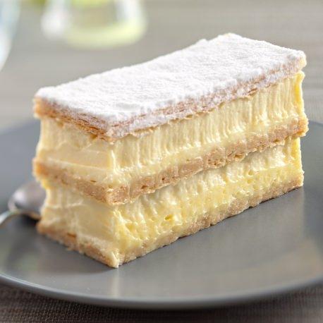 bd08f2f0002 Une alternance de fines couches de crème de la Tarte Tropézienne et ...