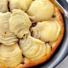 Puff pastry with pears and chocolate chips